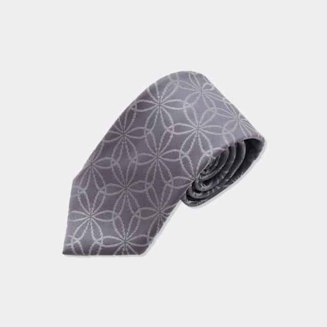 【博多織】衿結 ネクタイ 輪違い麻の葉 (燻銀に銀灰色)