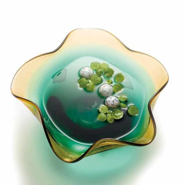生け花を際立たせる「水盤」
