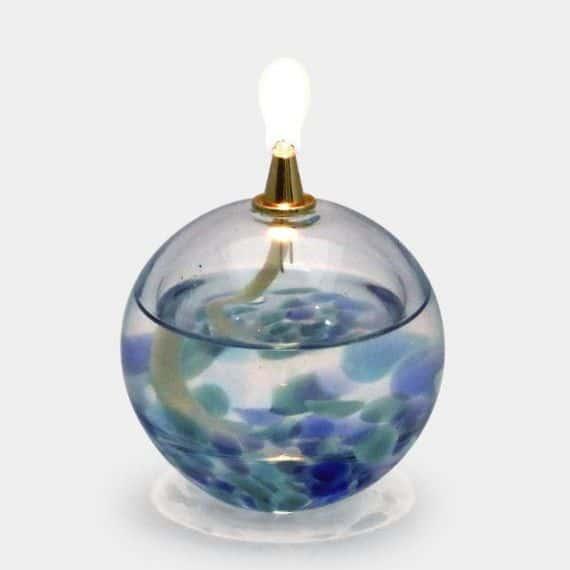 15.透明感のある津軽びいどろの「オイルランプ」