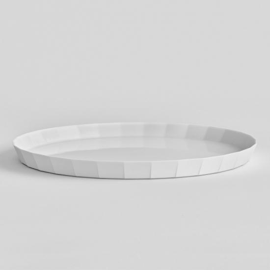 真っ白な皿でさまざまな料理に合わせられる【有田焼】