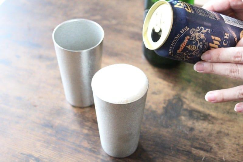 錫のグラスに注ぐとビールの泡立ちが違う