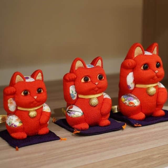 【江戸木目込み】柿沼人形 招き猫 風水 (赤) 生命力 無病息災