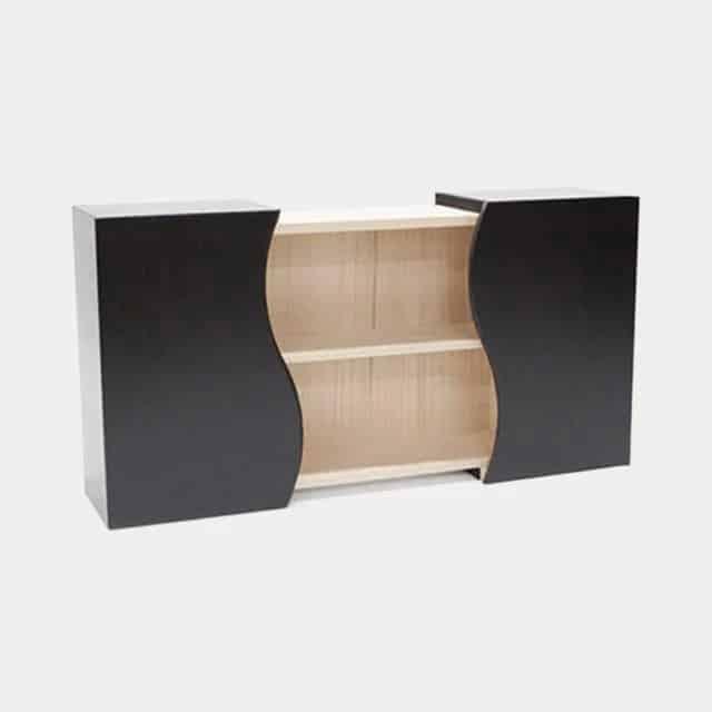 飾り棚にも収納箱にもなる深い黒がシックな「加茂桐箪笥の飾り棚」