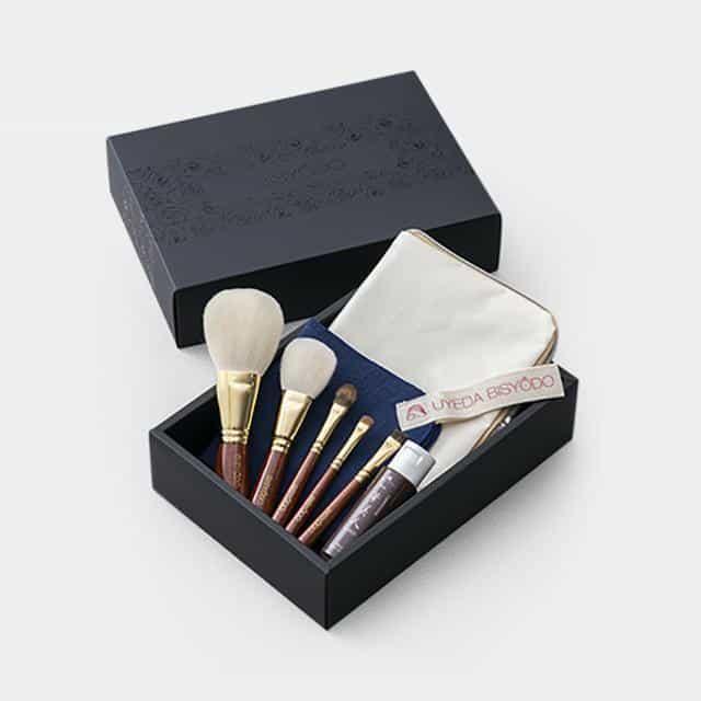日本の伝統技術が生んだ究極の肌触り「携帯用化粧筆(ポーチ付き)」