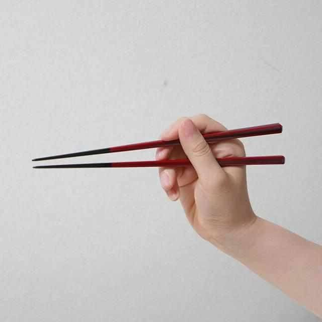 【高級箸】箸蔵まつかん 若狭塗箸の夫婦箸 塗分削り箸ペア 箸置付