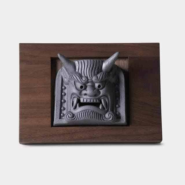 1400年の歴史を持つ厄除け方法「室内に飾る鬼瓦」
