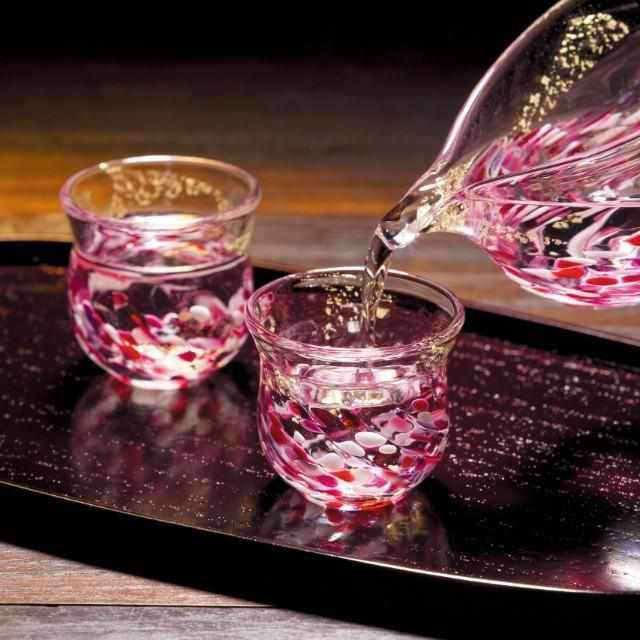【男性向け】門外不出の調合がつくり出す美しい桜色が特長「色ガラス酒器セット」