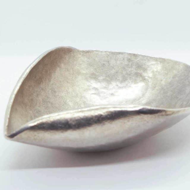 本物を持つ喜びが詰まった逸品「錫製片口」