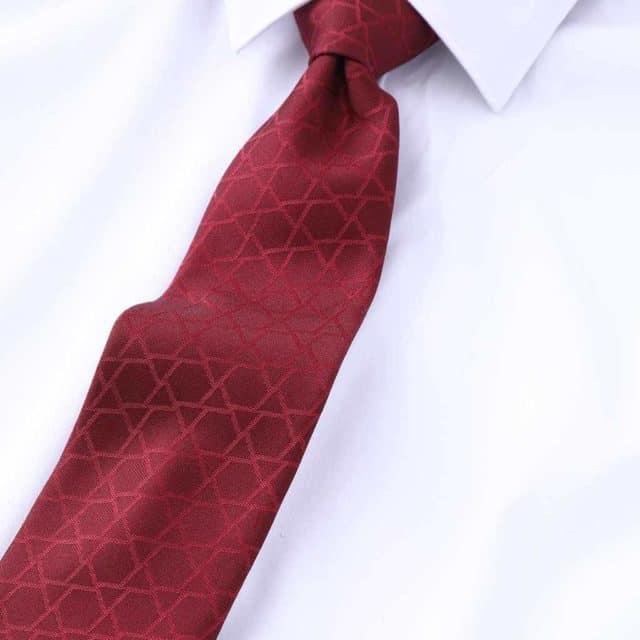 伝統技法で織り込んだ柔らかい立体感が特徴「博多織ネクタイ」