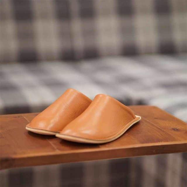 【30代】日本人の足の形に合わせてつくられる「ルーム・サボ(スリッパ)」