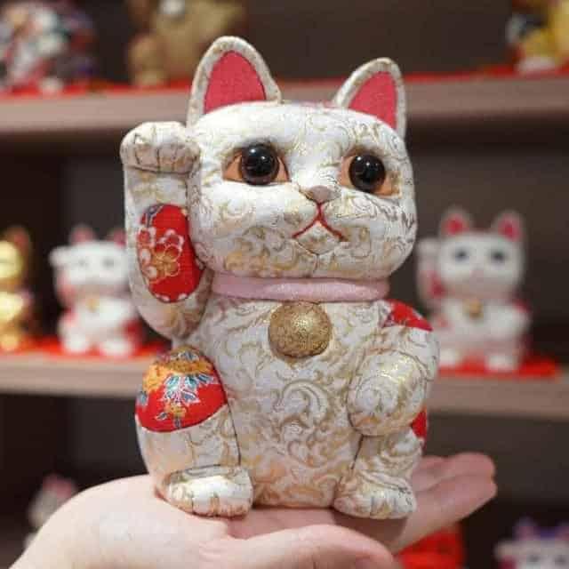 【江戸木目込み】柿沼人形 招き猫 (特大) 金襴