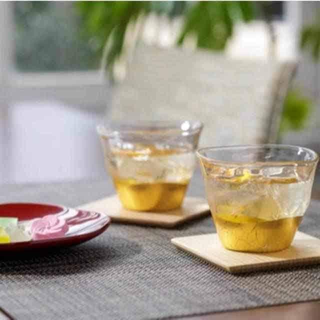 使い勝手が良いサイズ感の「金沢箔 箔一 貫入 冷茶グラス&コースターセット」