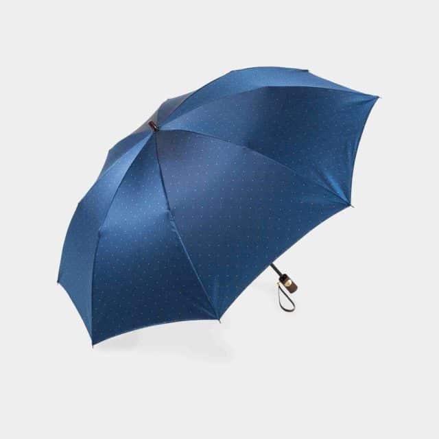 ドット柄に光沢がプラスされた上品な「前原光榮傘商店「紳士」雨傘」