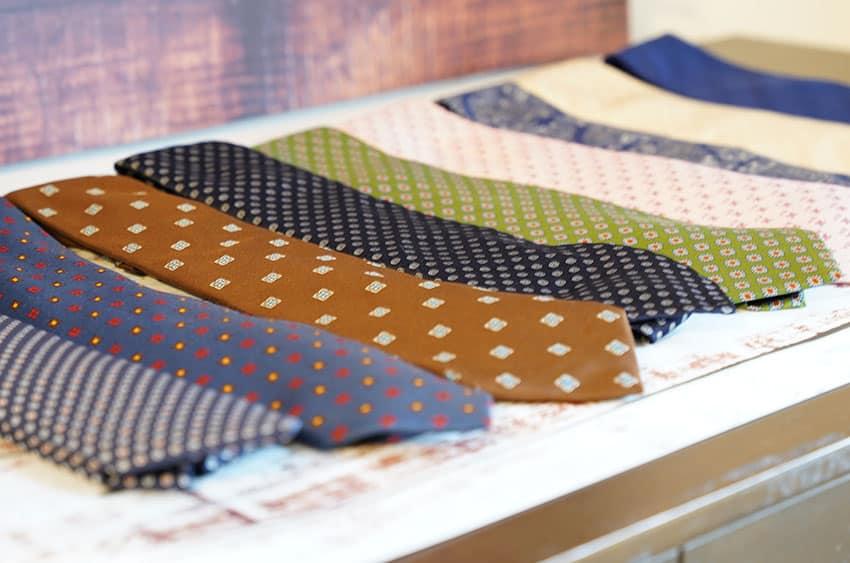 並んだネクタイ